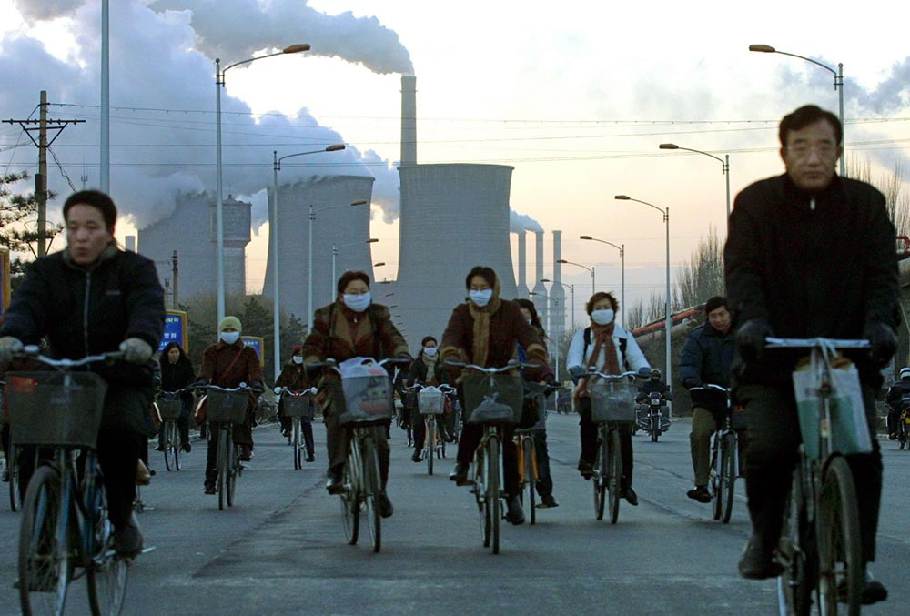 China - Bicyclists with face masks